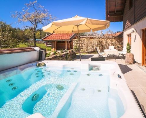 Chalet Jagdhaus Terrasse mit Whirlpool